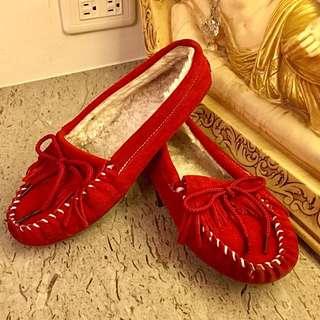 凥皮休閒豆豆鞋。