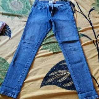 Celana Jeans Merk U2