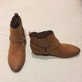 Price Drop!! 40 Tan Leather Ankle Boot