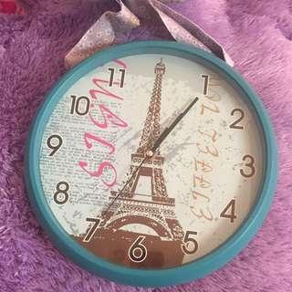 Jam Dingding Paris