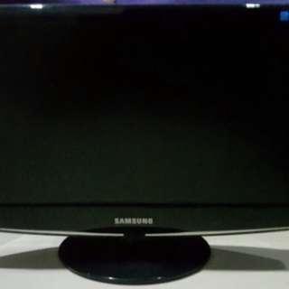 monitor samsung LCD 19 inch resolusi 1360x768