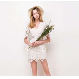 Airspace 白色蕾絲v領包臀洋裝