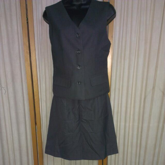 灰色格子西裝背心+短裙