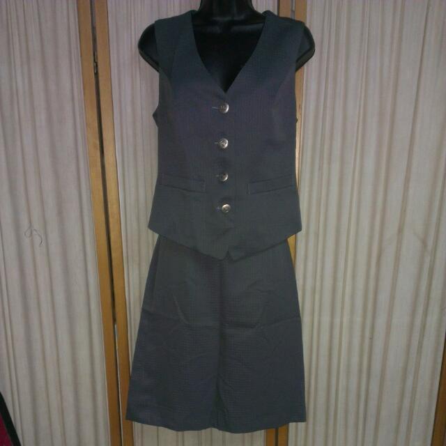 灰色背心+A字裙
