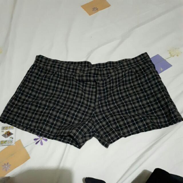 AUTHENTIC Love, Bayo Plaid Short Shorts Size Large