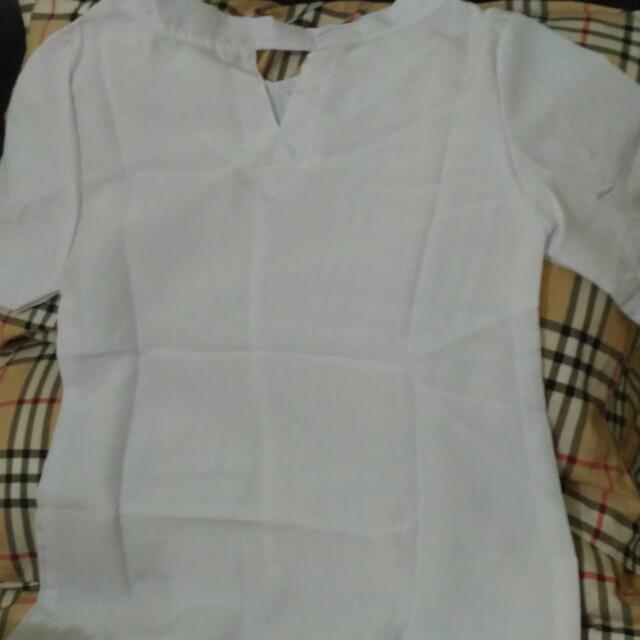 Baju Putih Gratis