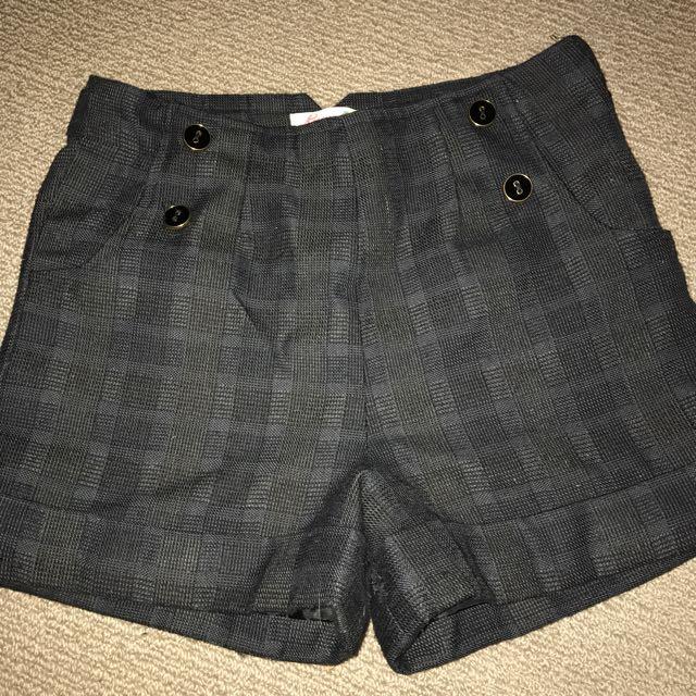 Black Shorts (Gum)