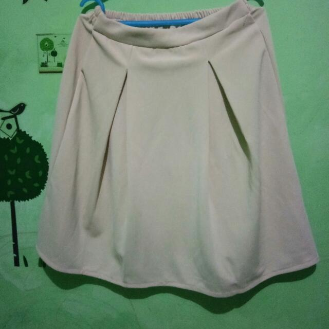 Cream Skirt (new) No Tag No Brand