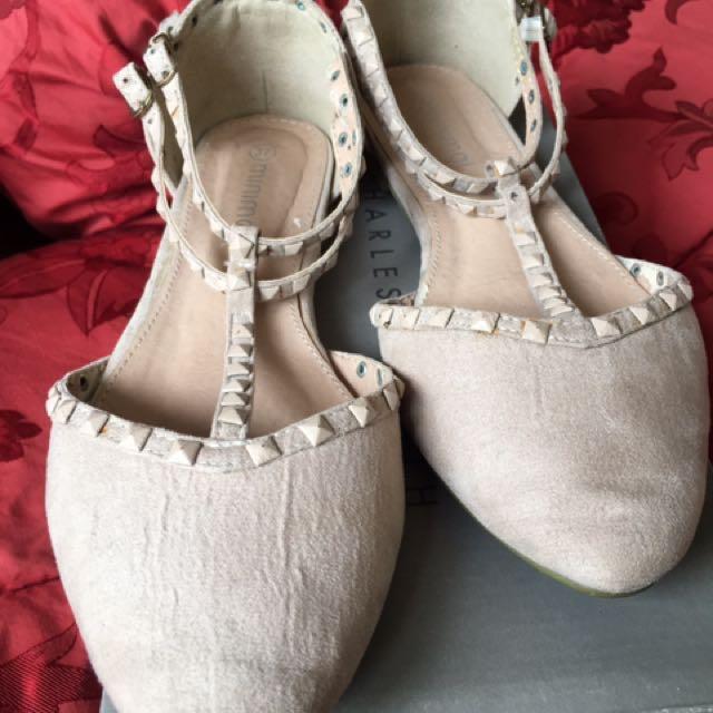 flat shoes cream merk minimal