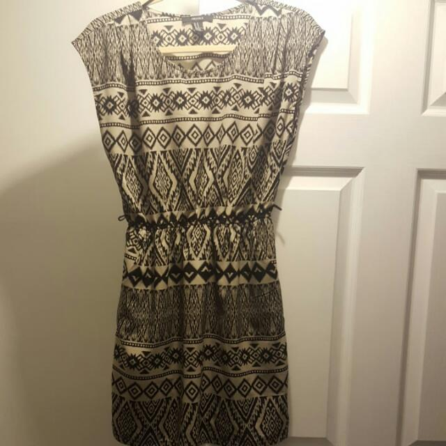 Forever21 Patterned thin material dress Size M Super comfy