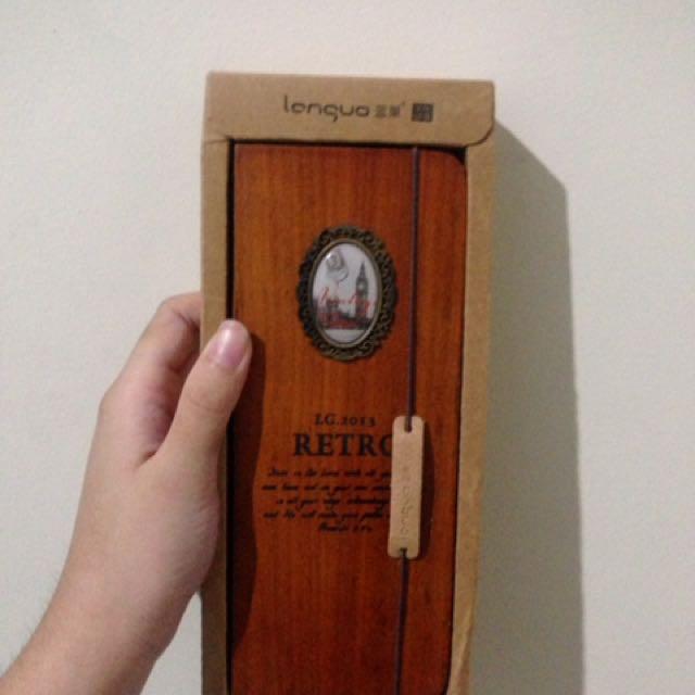 Kotak Pensil Kayu Retro