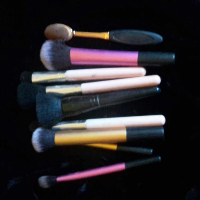 Mixed Lot Of Brushes