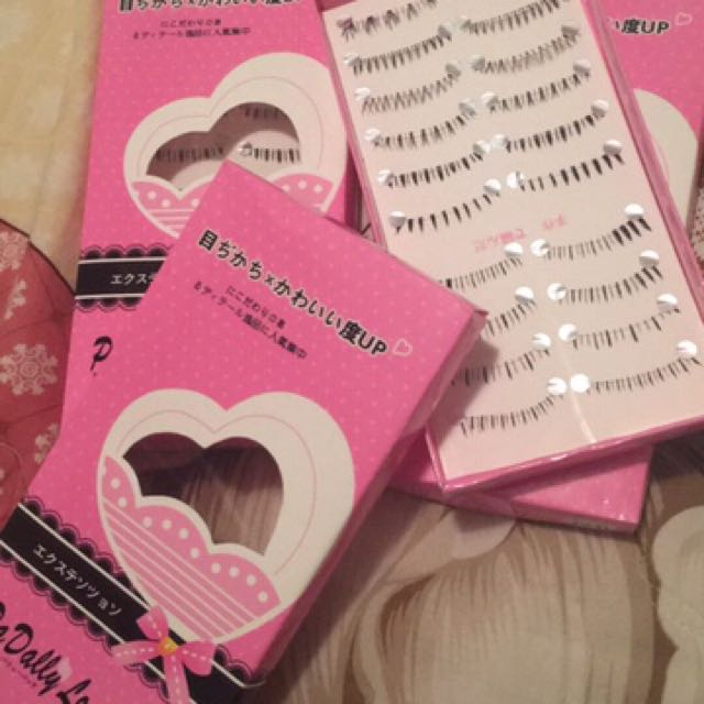 One Box Of Bottomr Lashes