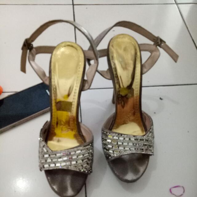 Sepatu Party