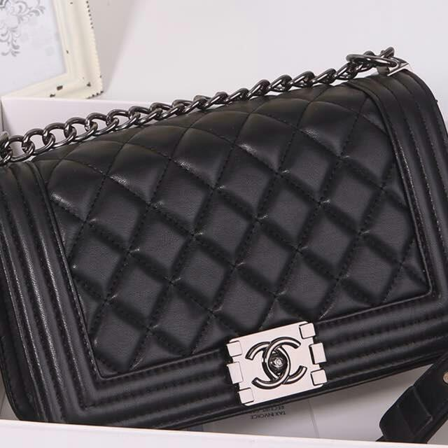 2f61e584ed06 Tas Chanel Boy Medium 1211 Semioriginal Kode CHA02T, Luxury, Bags & Wallets  on Carousell