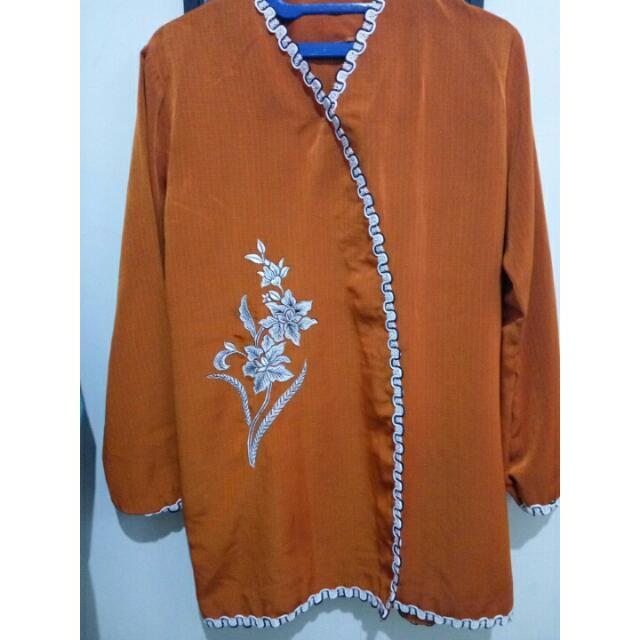 Tradisional Orange Clothes