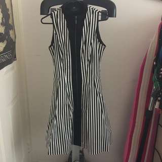 CUE Black And White Stripe Dress With Petticoat Size 8