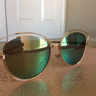 Collette's Rosegold Sunnies