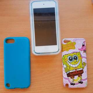 Apple iPod Touch: 5th Generation & Cases - DEAL !
