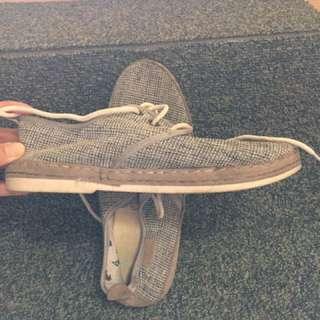 Sepatu Santai