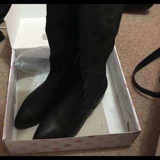 Black Knee High Boots SIZE 7 LIPSTIK