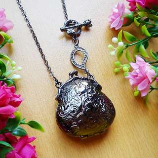Kalung Pouch Locket