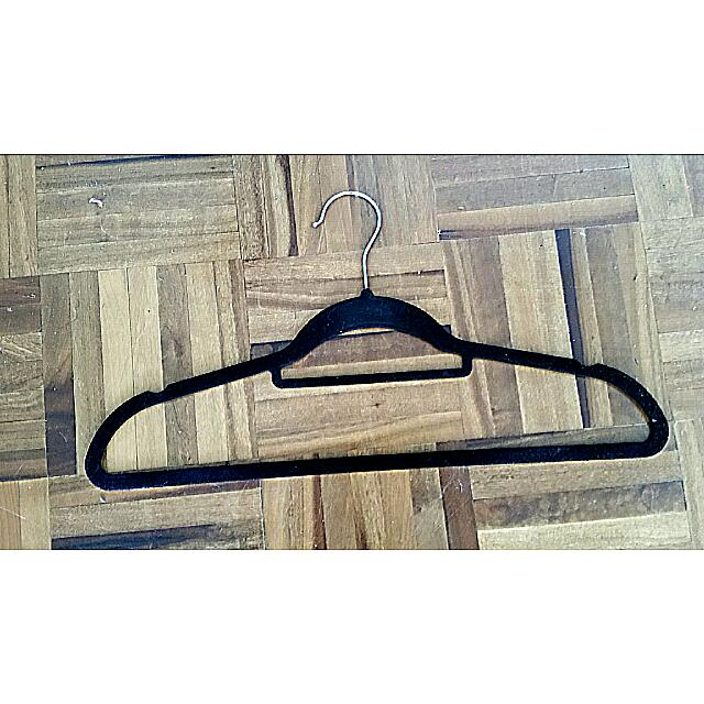 4 Velvet Hangers