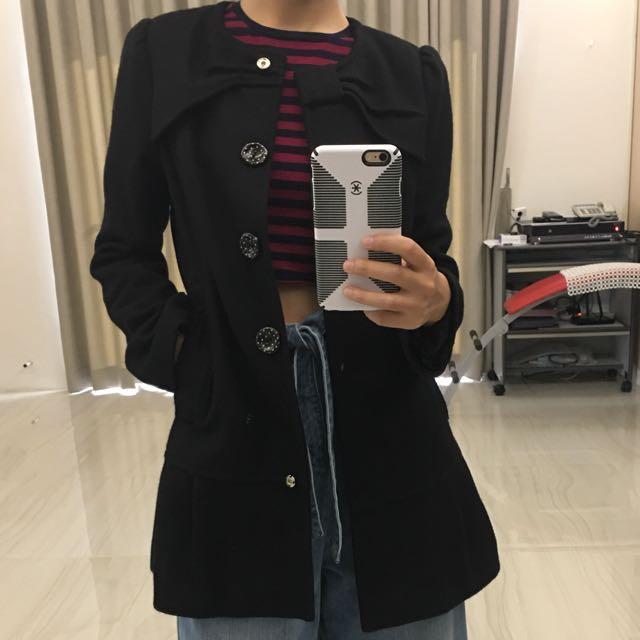全黑色修身中長版外套/領口蝴蝶結造型
