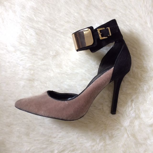 CHARLES & KEITH Pumps shoes