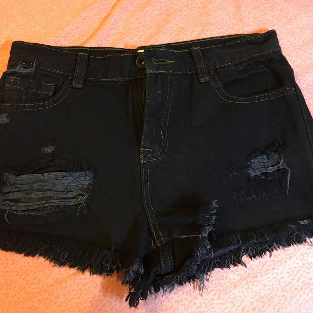 Forever 21 黑色牛仔短褲