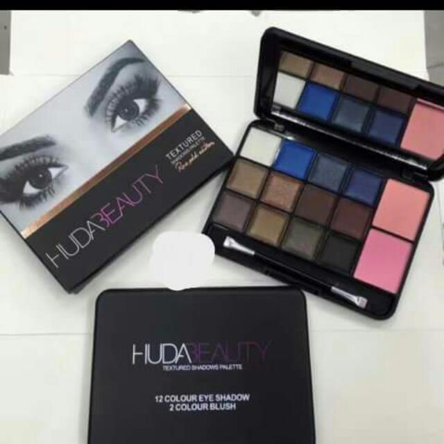 Huda Eyeshadow pallette