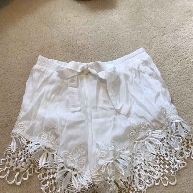 LACEY EDGED SHORTS