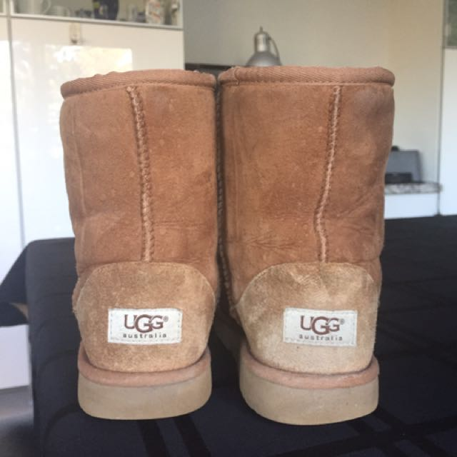 *REDUCED* UGGS SIZE 5 CHESNUT LOW BOOTS WOMENS