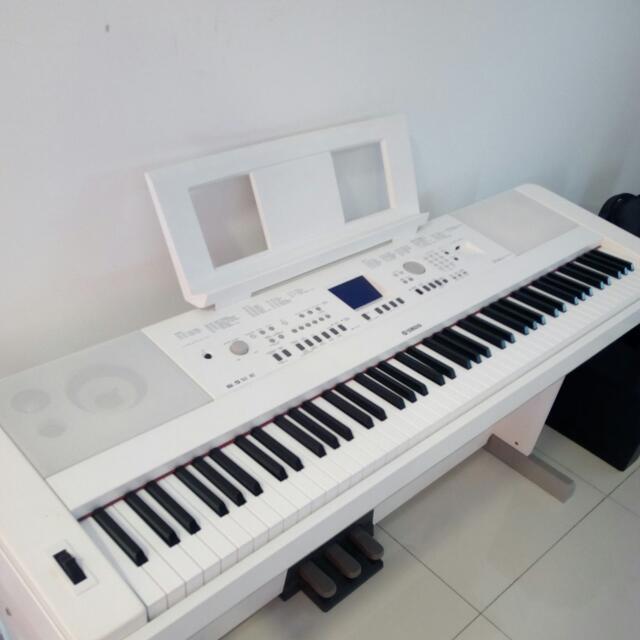 Yamaha DGX -650 Portable Grand Piano