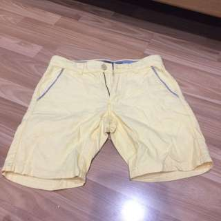Giordano shorts light yellow (kuning susu)