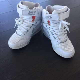NIKE WEDGE SNEAKERS FREE! Pickup Only