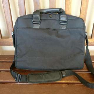 HP Notebook Messenger Bag With Compartments