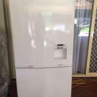 Samsung 551L Large Fridge/Freezer With Door Water Dispenser