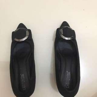 Sepatu Lawrensia