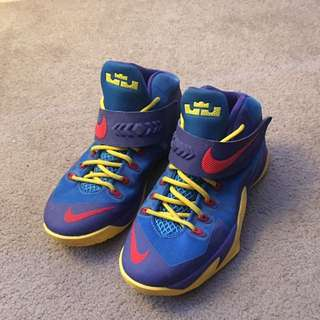 Nike Lebron Soldier VIII Size 5 Youth