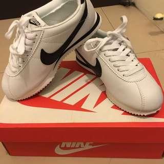 Nike Cortez 阿甘鞋 白底黑勾黑屁股