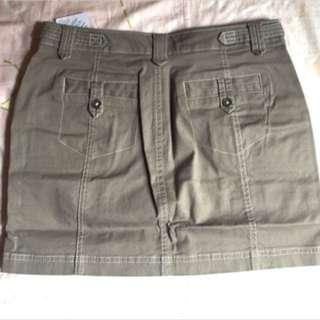 🚚 [全新]Lativ棉彈休閒短裙26 灰卡其