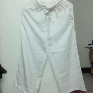 白色鬆緊寬褲