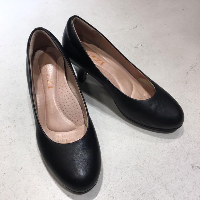 二手✌🏻9.5成新 黑色全真皮5公分跟鞋👠