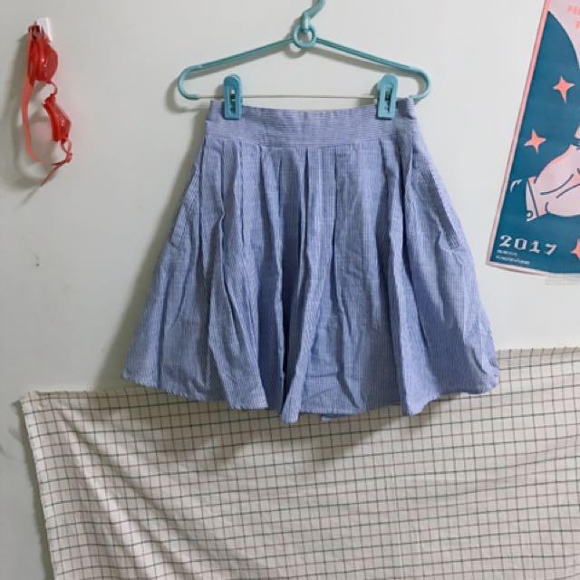 藍條紋短裙