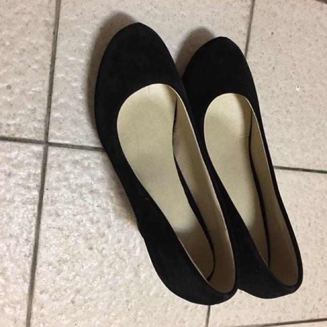 黑色粗跟高跟鞋