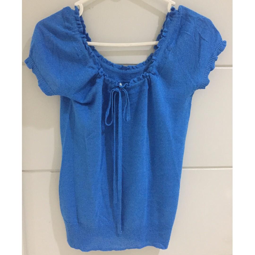 crop top biru