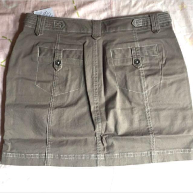 [全新]Lativ棉彈休閒短裙26 灰卡其