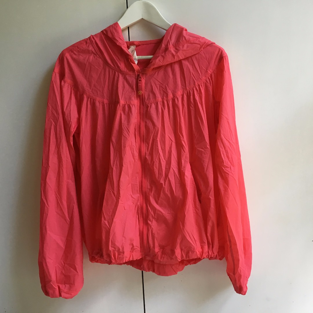 Lululemon Athletica Womens Parachute zipper running jacket Used but in great condition