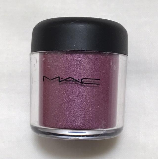 Mac Pigment In Fushsia Color
